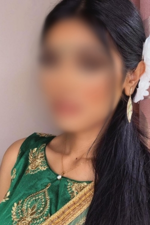 Pakistani busty brunette ASHIYA Bayswater W2 24/7 (24 hour) London escorts agency girl